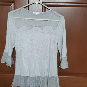 Womans 1/2 sleeve lace top